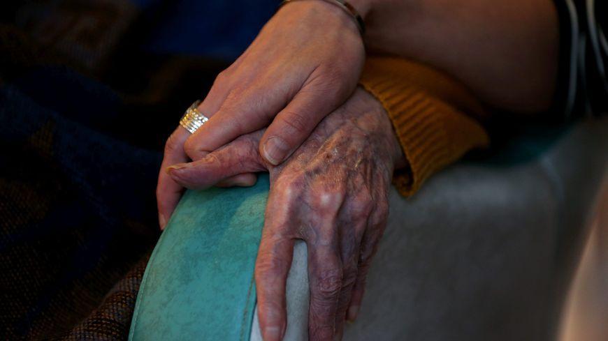 1 500 aidants passent plus de 50 heures par semaine auprès de leurs proches dépendants.