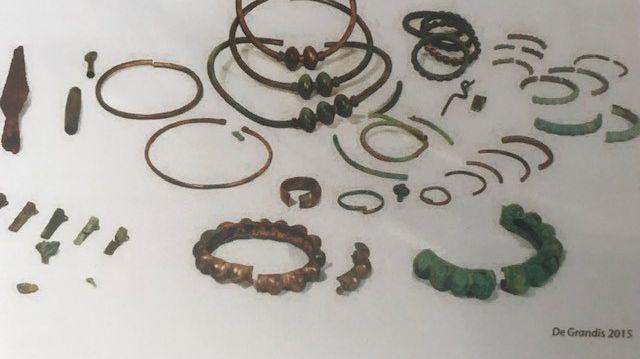 Une partie des 65 pièces du trésor gaulois de Tavers