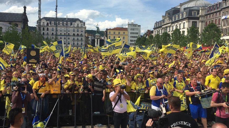 Pour le deuxième titre de champion de France de l'ASM, plusieurs dizaines de milliers  de personnes s'étaient rassemblés sur la place de Jaude à Clermont-Ferrand
