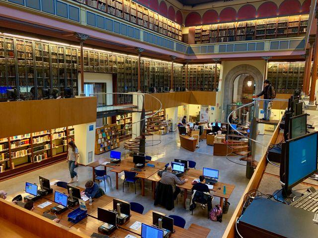 La bibilothèque universitaire de l'Université de Barcelone