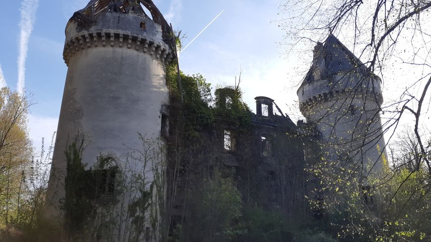 Le château de Villedieu-sur-Indre tombe petit à petit en ruine