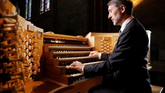 Olivier Latry à la console de l'orgue de Notre-Dame de Paris