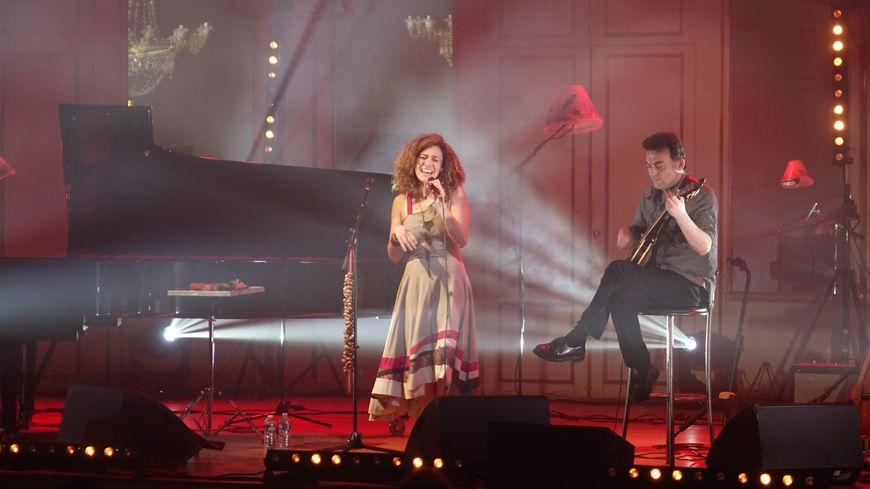 Zinnya en concert à la salle de l'Institut à Orléans