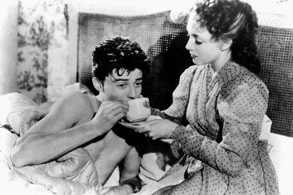 """Micheline Presle et Gérard Philipe sur le tournage du film """"Le Diable au Corps"""" en 1946"""