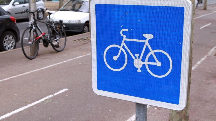 Un panneau indiquant une piste cyclable (photo d'illustration)