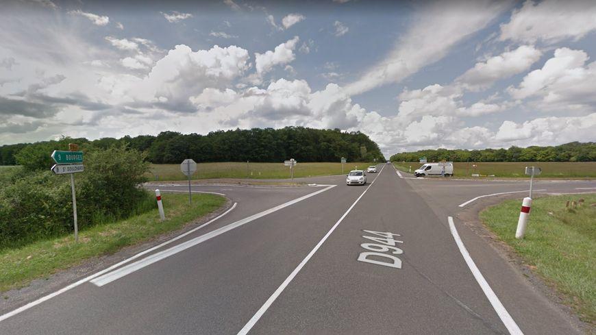 L'accident s'est produit au croisement de la D160 et de la D944 sur la commune de Saint-Eloy-de-Gy