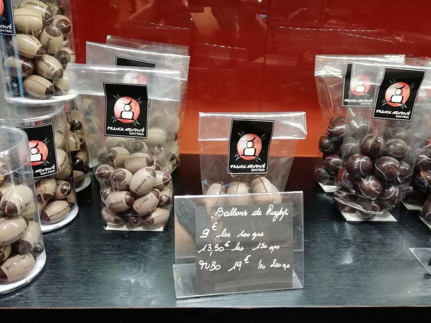 Ballons de rugby en chocolat Franck Mendivé