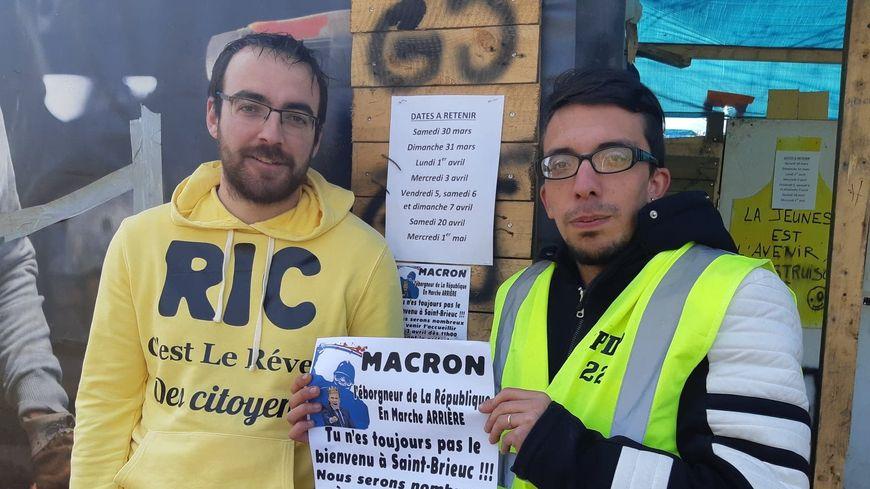 Corentin Bougeard et Tristant Lozach, gilets jaunes de Saint-Brieuc