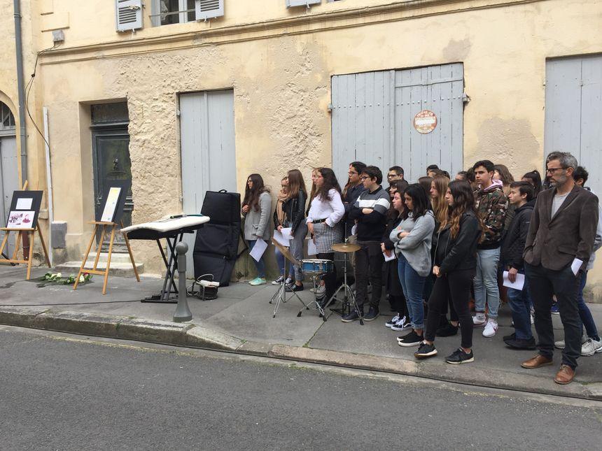 Des élèves du collège Les Dagueys, à Libourne, ont chanté pour commémorer les victimes du nazisme.