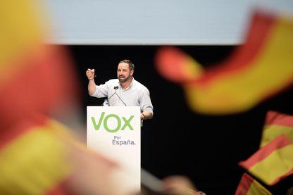 Santiago Abascal, le leader de Vox, au cours de la campagne électorale pour le scrutin du 28 avril, en meeting à Seville le 24 avril.