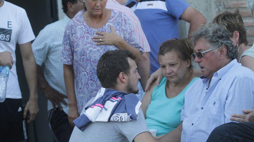 Horacio Sala, à droite sur la photo lors des obsèques de son fils Emiliano, a succombé à une crise cardiaque
