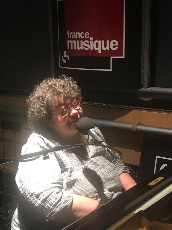 Juliette au studio de Radio France