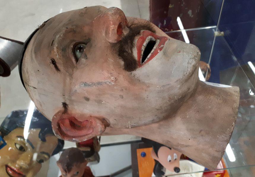 La tête coupée, utilisée par le magicien Bénévol dans les années folles.