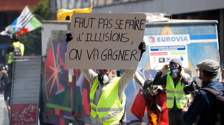"""Des gilets jaunes très déterminés à Toulouse, """"capitale nationale"""" de l'acte 22"""