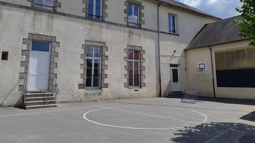 L'école du Housseau-Brétignolles.