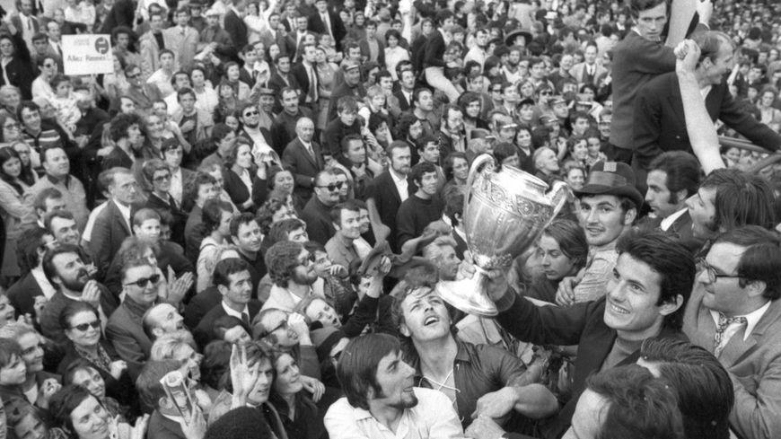 Les rues rennaises bondées après la victoire en 1971.