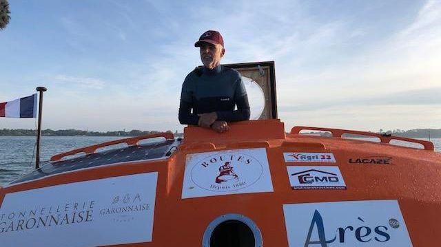 Jean-Jaques Savin à bord de son tonneau.