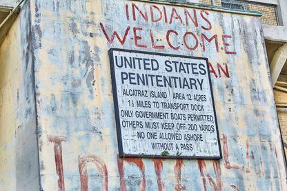 Signalisation à la prison désaffectée sur l'île d'Alcatraz, baie de San Francisco, Californie, USA