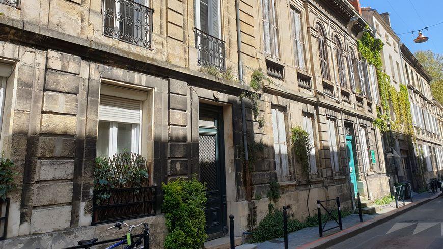 Une rue végétalisée à Bordeaux
