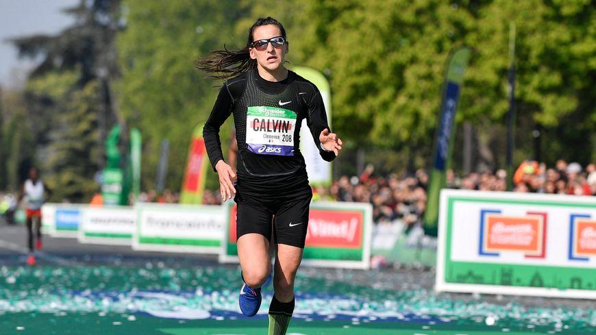 Clémence Calvin a battu un nouveau record de France lors du marathon de Paris