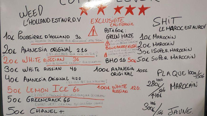 """un panneau tarifaire très détaillé à destination des clients de ce """"plan stup"""" dans le 15e à Marseille"""