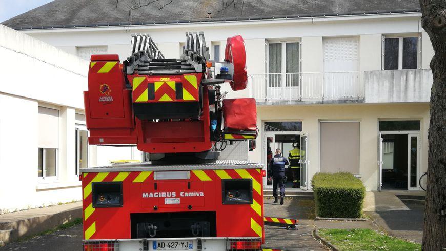 Les pompiers sont rapidement intervenus pour faire évacuer les écolier et le personnel de l'école Henri Adam de Saint-Avertin.