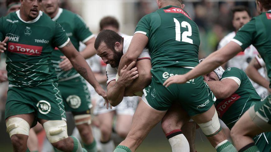 Les rugbymen palois n'ont pas réussi à contenir les assauts lyonnais.