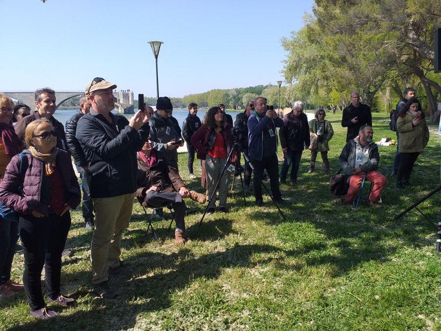 Une soixantaine de personnes s'est rassemblée ce samedi à l'appel du collectif SOS Barthelasse, sur l'île à Avignon.