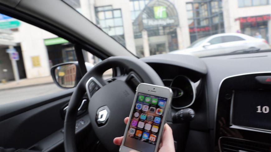 Envoyer un texto en conduisant multiplie par 23 le risque d'accident selon la sécurité routière