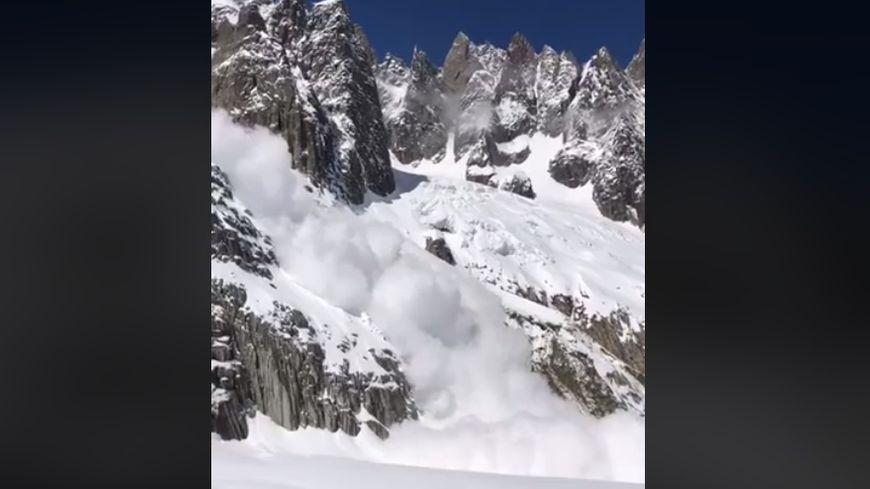 Ce lundi, les gendarmes du PGHM de Chamonix ont filmé le déclenchement d'une avalanche hors-norme sous la Dent du Requin dans le massif du Mont-Blanc (Haute-Savoie). Il n'y a pas eu de blessé.