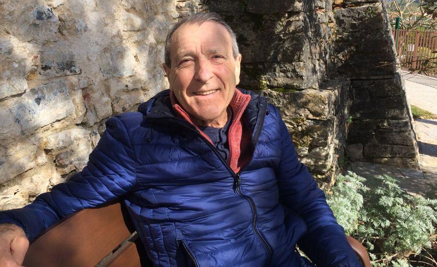 Roberto Raspiengeas, 80 ans, professeur d'histoire-géo à la retraite a voulu participer aux réunions dans son village