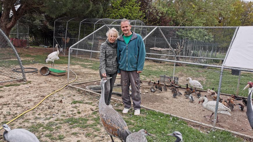 Patrick et Florence Moreau accueillent leurs 150 animaux dans leur jardin en attendant la réouverture de la ferme