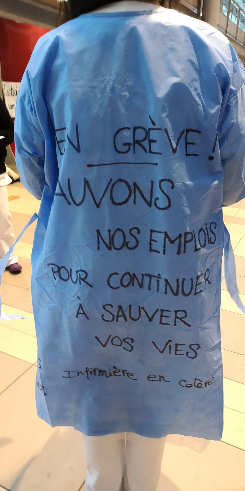 Les soignants ont la blouse