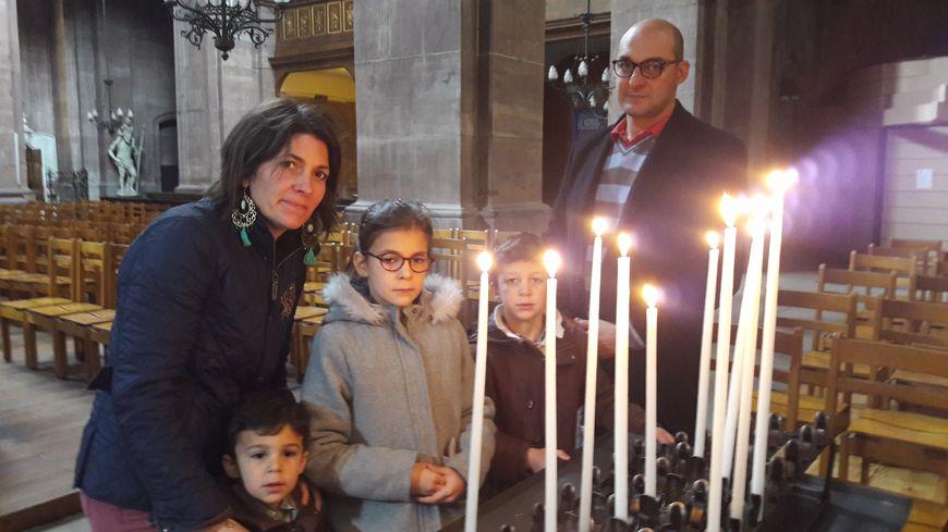 Céline et sa famille sont venu brûler des cierges et prier à la cathédrale Saint-Christophe de Belfort.