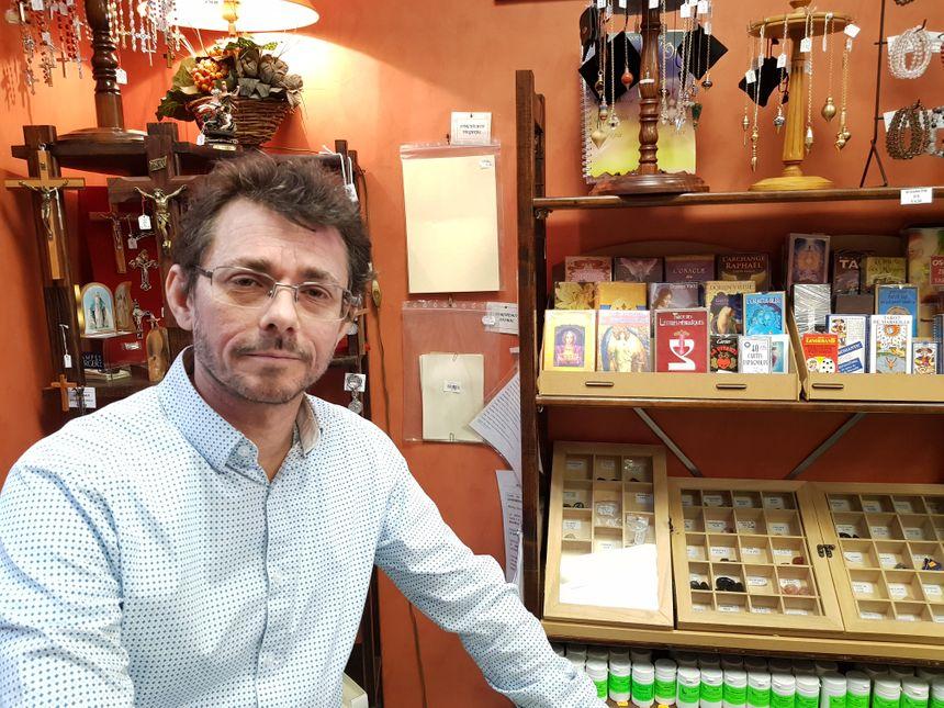 Ludovic Andreaux est responsable de la droguerie et ciergerie Saint Martial à Limoges