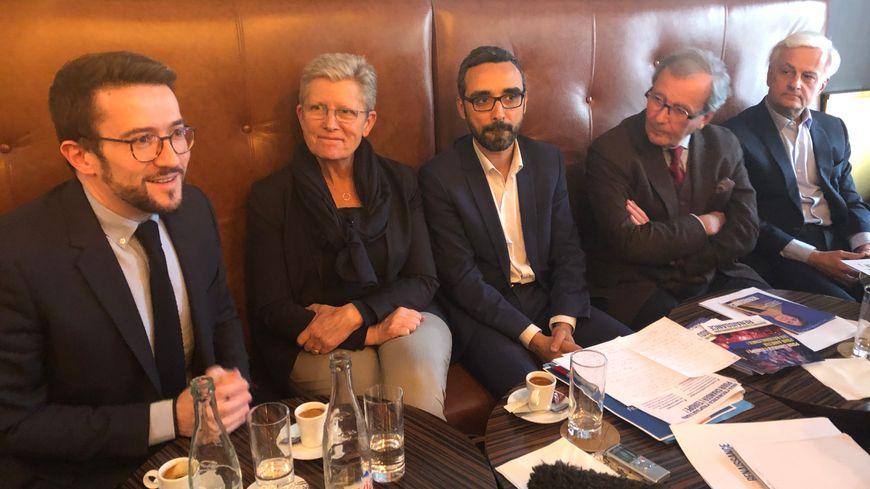 De gauche à droite, Fabien Robert (Modem Gironde), Geneviève Darrieussecq, secrétaire d'État au ministère des Armées, Aziz Skalli (LREM), Michel Dufranc (Agir 33) et Adrien Bonnet (Alliance centriste)