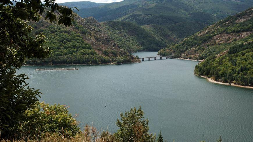 Le lac de Villefort en Lozère