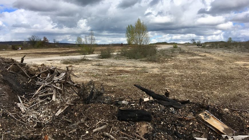 """La construction démarre en septembre sur ce terrain au lieu-dit """"Les Clauds"""" à Thenon"""
