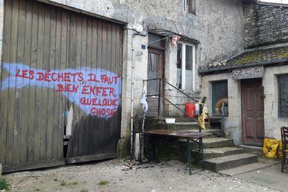 La maison de la résistance, dans le village de Bure, semble abandonnée