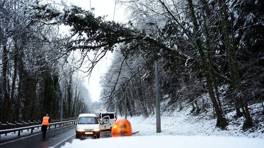 41.000 foyers privés d'electricité à cause de la neige en Pays de Savoie