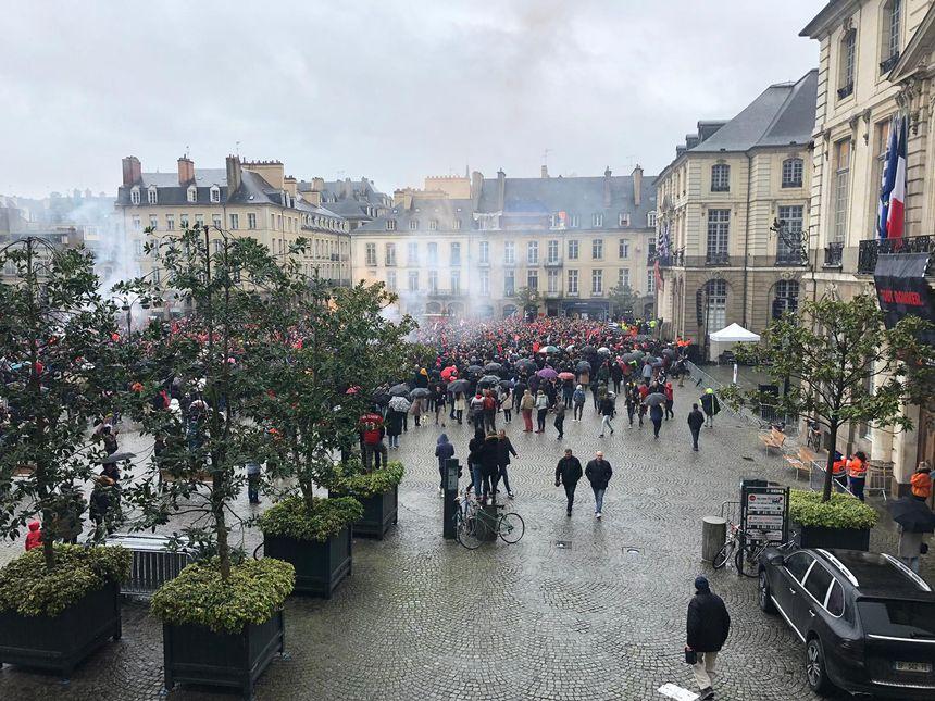 Grosse ambiance devant la mairie pour voir la Coupe de France