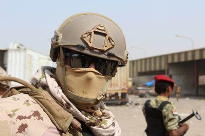 Soldat de la coalition dirigée par l'Arabie saoudite et les Emirats arabes unis, près du port yéménite d'Hodeida, le 22 janvier 2019.