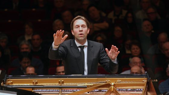 Après Beethoven, Mozart ! Leif Ove Andsnes dirige le Mahler Chamber Orchestra dans un programme Beethoven au Carnegie Hall le 23 février 2015.