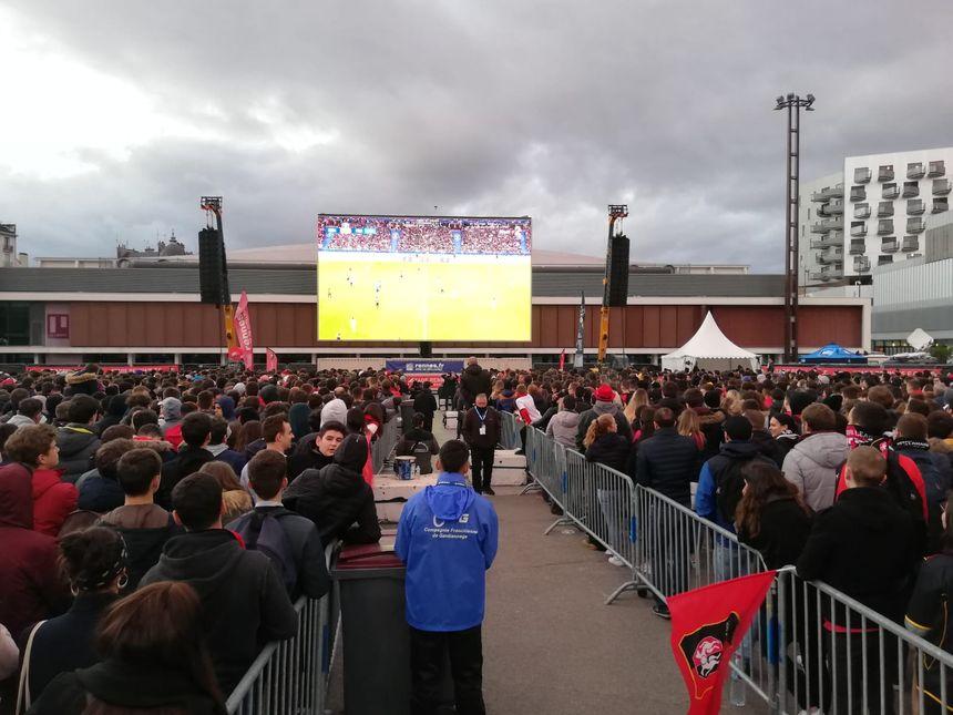 Les supporters encouragent leur équipe à Rennes.