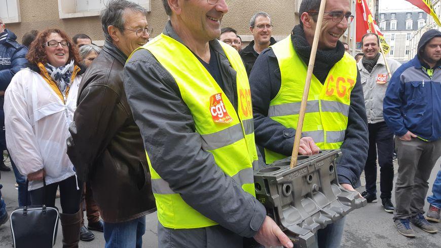 Les salariés des Fonderies du Poitou espèrent enfin être fixés sur leur avenir cette semaine