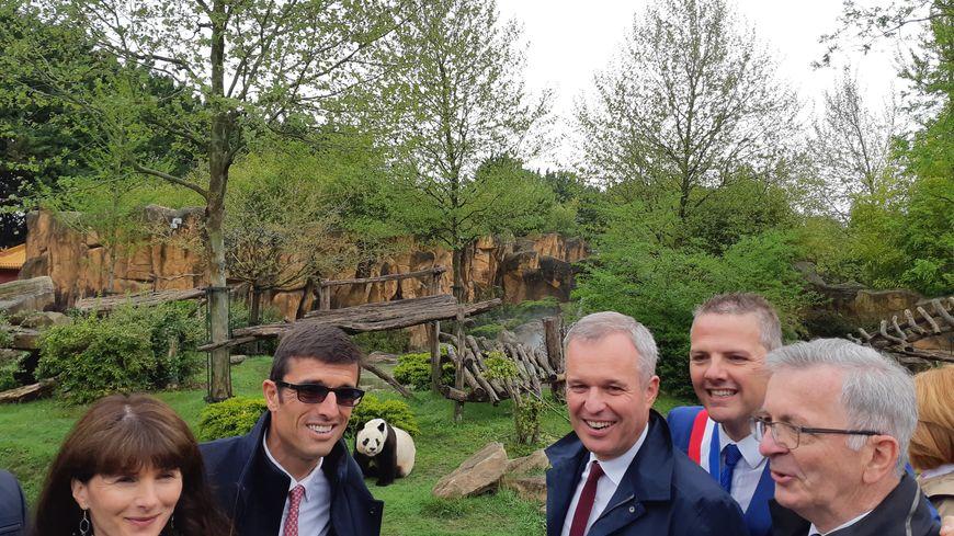 François de Rugy a visité le zoo de Beauval pendant une partie de la matinée, sous les yeux de Yuan Zi, l'un des trois pandas