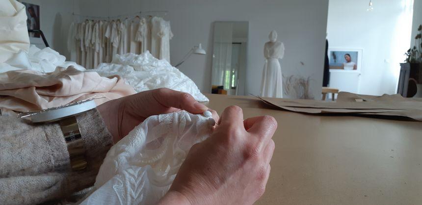 Salomé Gautard exporte environ 10% de ses robes de mariée à l'étranger