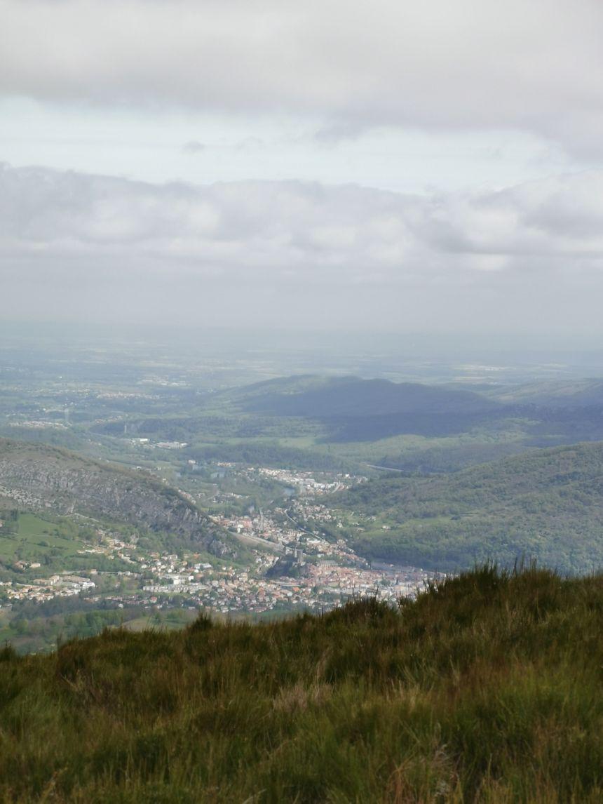 Le Prat d'Albis offre une vue plongeante sur Foix et son château