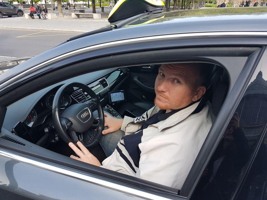 Hugues, chauffeur de taxi tourangeau, préoccupé par l'arrivée de Uber