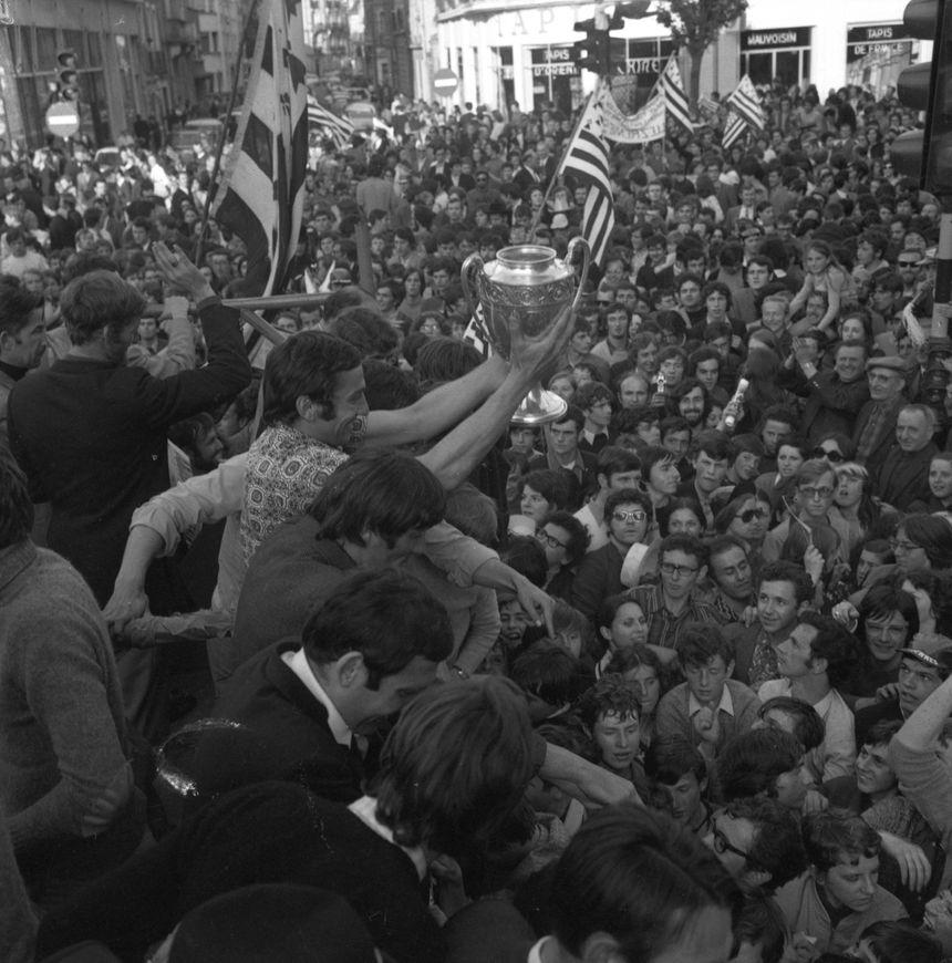 La fête dans les rues de Rennes après la victoire en Coupe de France !